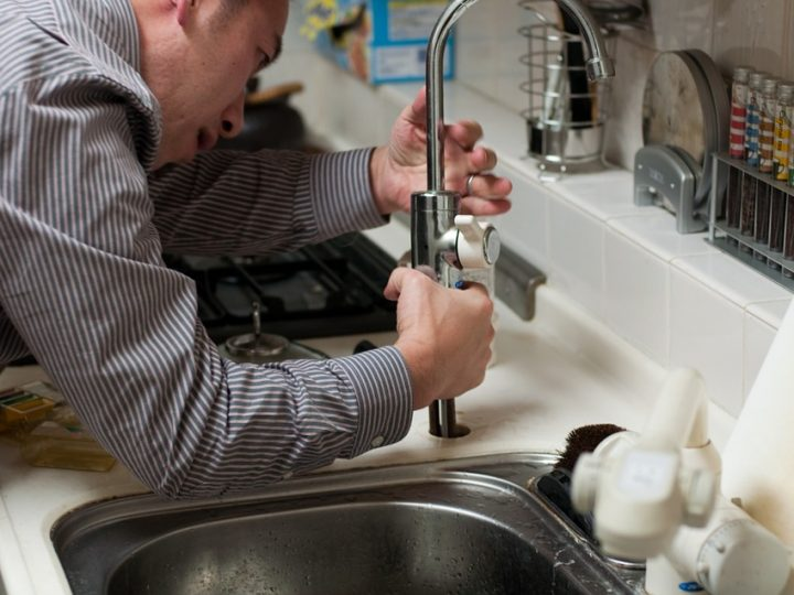 3 Ways an Arlington Plumber Can Help You Cope with Plumbing Emergencies